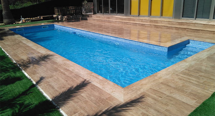 CONTINUAR LEYENDO SOBRE Rioja collection in residential swimming-pool
